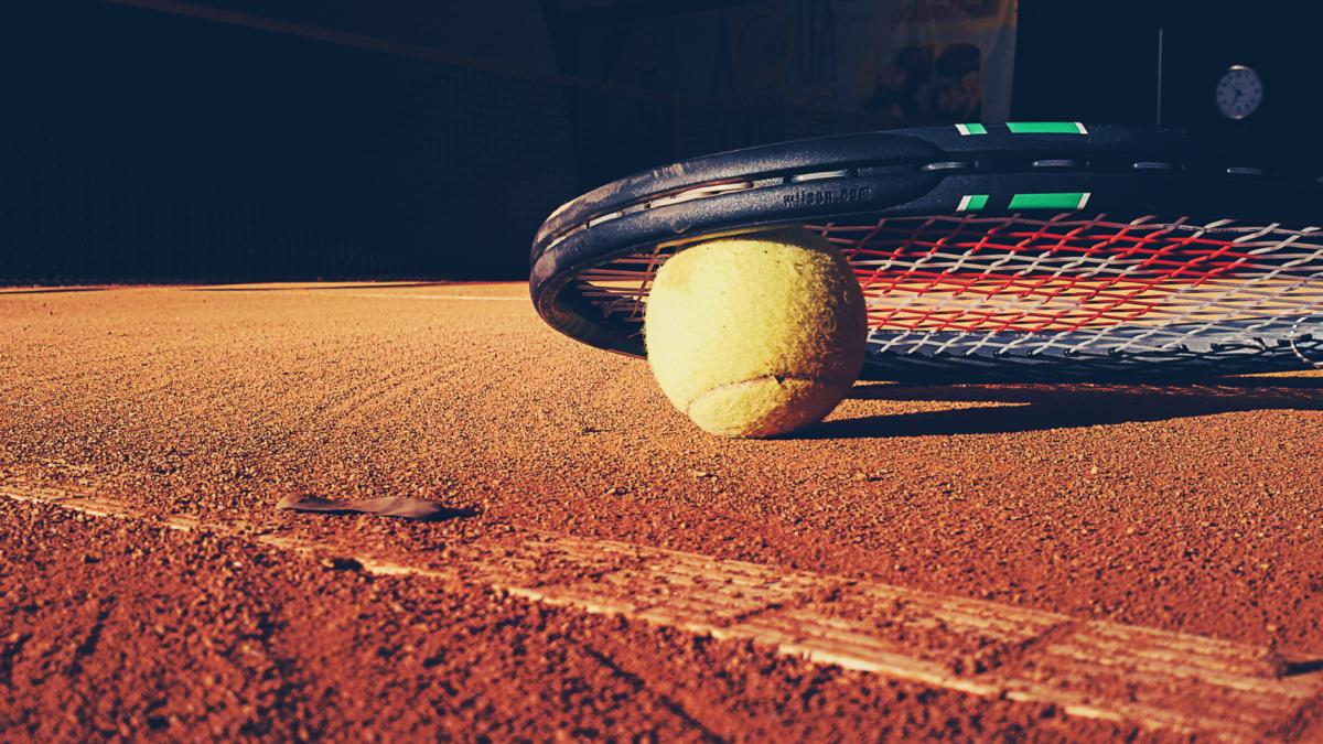 Czego wymaga profesjonalny tenis od małych dzieci?