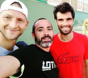 Selfie po treningu z Pablo i trenerem Jaume w akademii Ferrera